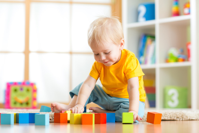 child-with-blocks